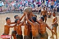 ヴァン(Van)村のカウ・ブン(Cau Bun)レスリング祭り