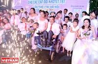Xúc động đám cưới tập thể của người khuyết tật