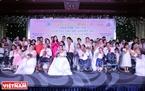 41 cặp đôi khuyết tật đã có một ngày đặc biệt khi được tổ chức đám cưới tập thể miễn phí tại Hà Nội.