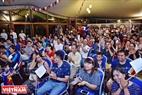 Mùa World Cup năm nay, Đại sứ quán Pháp tại Hà Nội tổ chức mở cửa cho nhân viên cùng người dân trên địa bàn Thủ đô xem các trận có đội tuyển Pháp thi đấu. Ảnh: Công Đạt