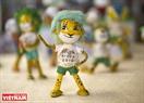 Ngoài ra, ông còn làm thêm cả linh vật World Cup 2010 (chú báo tinh nghịch Zakumi).
