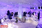 Không gian phòng băng được trang trí nội thất hoàn toàn bằng băng lạnh.
