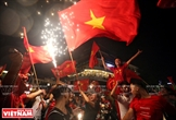 Los hanoyenses celebran la quinta victoria del equipo olímpico de fúbol en ASIAD