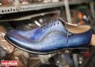 Một mẫu giày thời trang với tất cả những chi tiết được làm thủ công bằng tay của ông Trịnh Ngọc.