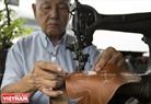 Ngay cả chiếc máy khâu này cũng được ông sử dụng hỗ trợ mình trong hơn 40 năm qua.