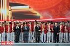 Ông Nguyễn Ngọc Thiện - Bộ trưởng Bộ Văn hóa, Thể thao và Du lịch, ông Nguyễn Thế Kỷ - Tổng Giám đốc Đài Tiếng nói Việt Nam và ông Vương Bích Thắng - Tổng cục trưởng Tổng cục TDTT trao tặng kỷ niệm chương cho các lãnh đạo và vận động viên của Đoàn thể thao Việt Nam.