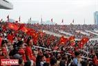 Hàng nghìn người hâm mộ thể thao Việt Nam có mặt tại Sân Mỹ Đình để chung vui cùng đoàn thể thao nước nhà.