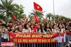 Sáng ngày 2/9, hàng ngàn người hâm mộ đã đổ ra đường đón đoàn thể thao Việt Nam tham dự Đại hội Thể thao châu Á lần thứ 18 trở về.
