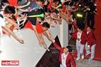 Các cầu thủ Olympic Việt Nam giao lưu với người hâm mộ ở phần cuối chương trình.