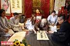 著名书法家弓克略在2019年己亥春节书法节写字。