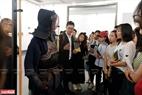 Giáo viên và sinh viên Khoa Nhật Bản học, Trường ĐH Khoa học Xã hội và Nhân văn, ĐHQGHN đã có buổi hoạt động ngoại khoá bổ ích khi đến xem triển lãm.