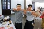 Đến với triển lãm người xem còn được thử sử dụng những vũ khí, vật dụng võ thuật Nhật Bản.