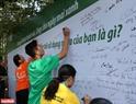 Cầu thủ Bùi Tiến Dũng, doanh nhân Trần Uyên Phương và VĐV Vũ Phương Thanh chia sẻ sáng kiến tái sử dụng nhựa.