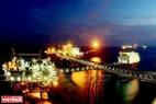 Dầu khí là ngành kinh tế mũi nhọn, đóng góp nhiều vào công cuộc công nghiệp hoá, hiện đại hoá của đất nước. Ảnh: Quang Nhựt - TTXVN