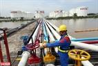 Tổng sản lượng kinh doanh xăng dầu toàn hệ thống Tổng công ty Dầu (PVOIL) năm 2018 ước đạt 3,1 triệu m3, nộp NSNN 8.252 tỷ đồng. Ảnh: Huy Hùng - TTXVN
