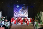 Dàn đồng ca thiếu nhi xóm đạo Du Sinh (Đà Lạt) đồng ca mừng Giáng sinh. Ảnh: Thanh Hòa