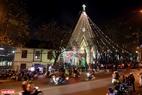 Nhà thờ Thánh Tâm rực rỡ trong đêm Noel. Ảnh: Thanh Giang