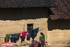 Во дворе перед домом монгов.