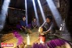 Производство благовоний женщинами народности тай в провинции Каобанг.