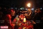 """Sau khi tất cả các lễ hội truyền thống của làng An Định đã diễn ra, các bậc chức sắc trong làng sẽ tổ chức hội """"lấy đỏ"""" để kết thúc hội làng."""