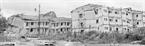 Le bâtiment à 4 étages des ouvriers de la commune de Lao Cai, province de Hoang Liên Son (actuelle province de Lao Cai), détruite par des bombes. Photo : Phung Tiên – AVI