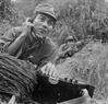Le soldat chargé de la communication  Pham Van Do,  de la division No 18, du corps de troupes de Ha Tuyen, fut en courageux en mission, fut attribué de l'Ordre de faits militaires  de 3e classe. Photo : Minh Loc  - AVI