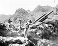 Les soldats du bataillon  d'artillerie de la province de Ha Tuyên furent prêts au combat. Photo : Minh Lôc – AVI