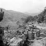 Les soldats de l'escadron   No 39, du corps de  groupes No 313 attaquèrent des épaulements de l'ennemi.  Photo : Minh Lôc – AVI