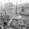 Les habitations des habitants du village Ha, commune de Phuong Do, district de Vi Xuyên, province de Ha Tuyên furent détruites par les coups de canon. Photo : Minh Lôc – AVI