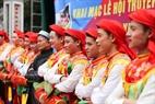 """Những chàng trai được phép nhập vai để múa điệu múa """"Con đĩ đánh bồng"""" phải được tuyển chọn kỹ lưỡng, là con trai gốc của làng Triều Khúc, mặt mũi khôi ngô tuấn tú."""