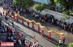 Hội Tết Nguyên tiêu rực rỡ sắc màu trên đường phố Sài Gòn.