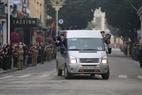 Les correspondants nord-coréens  en mission  dans les rues de Hanoi. Photo:VI