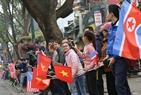 Les Hanoîens sont ravis à saluer le président Kim Jong –un. Photo:VI