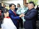 Le président du Comité populaire municipal de Hanoi, Nguyên Duc Chung reçoit le président Kim Jong –un à l'hôtel Melia. Photo: Nhan Sang/AVI