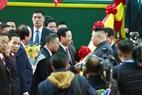 Vo Van Thuong, membre du BP du PCV, Secrétaire du CC du PCV, chef de la Commission centrale de propagande et d'éducation du PCV reçoit le président Kim Jong – un à la gare de Dong Dang. Photo: Nhan Sang /AVI