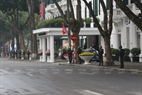 On February 27 morning, security was tightened around the Metropole Hotel area. Photo: Tat Son