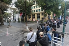 People flock to the area in hope of seeing the two leaders. Photo: Trinh Bo