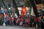 People line the streets to welcome the two leaders. Photo: Viet Cuong