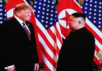 美国总统唐纳德•特朗普与朝鲜最高领导人金正恩在河内的首场会晤