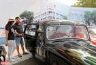 Đặc biệt, đến đây người xem còn được chủ xe chia sẻ và giới thiệu lịch sử của những chiếc xe.