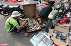 Ngoài ra, ngày hội còn có nhiều gian hàng nhỏ chuyên bán phụ tùng xe cổ.