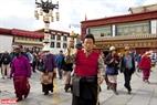 Thành phố Lhasa được xem là nơi linh thiêng nhất ở Tây Tạng. Đa số người dân nơi đây đều theo đạo phật.