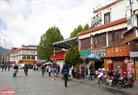 Những con phố ở Lhasa ngăn lắp và sạch sẽ.