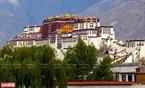 Thành phố Lhasa là thủ phủ của Tây Tạng, có cung điện  Potala nổi tiếng.