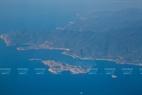 Đảo Bình Ba trên vịnh Cam Ranh, nơi phát triển nghề nuôi tôm hùm của người dân Khánh Hòa nhìn từ trên máy bay.