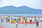 Da Nang beaches attract visitors for blue water, white sand, golden sunshine and majestic mountain. Photo: Thanh Hoa