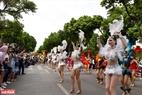 Đoàn nghệ thuật đường phố của Tập đoàn Sun Group với những vũ điệu đường phố khỏe khoắn.