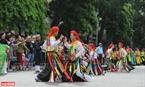 Điệu múa trống bồng nổi tiếng của Làng Triều Khúc (huyện Thanh Trì, Hà Nội) cũng góp mặt trong lễ hội.