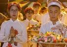 Hàng nghìn bông hồng 3 mầu trắng, hồng, đỏ được nhà Chùa chuẩn bị để thực hiện nghi lễ Bông hồng cài áo cho Phật tử.