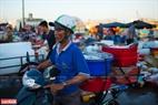 Những mẻ hải sản được vận chuyển ngay đến các nhà hàng hải sản tại Đà Nẵng.